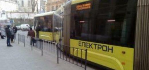 242196_zitknennja_avtomobiliv_zablokuvalo_u_lvov.jpeg