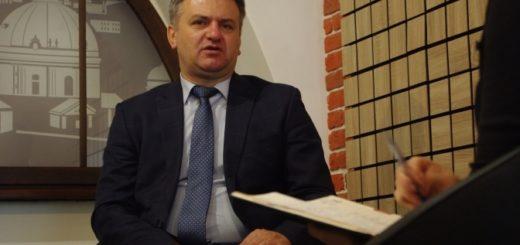 269083_oleg_sinjutka_uvijshov_do_prezidiji_parti.jpeg