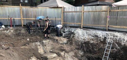 271305_na_plowi_galickij_u_lvovi_arheologi_znajs.jpeg